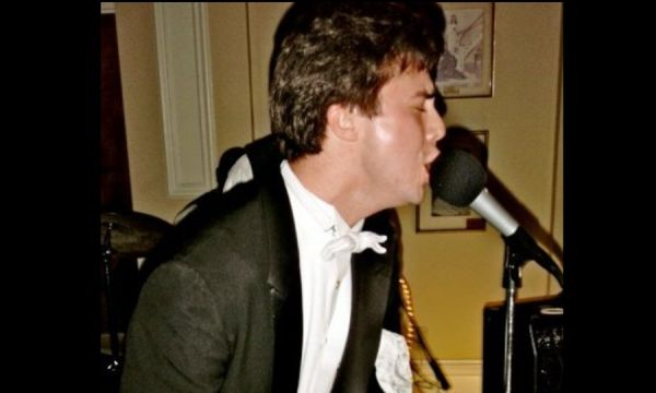 Cooper Trent : Piano Player for Weddings